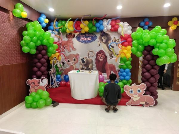 Elegant Jungle Theme Balloon Decoration