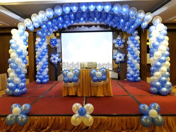 Simple Blue And White Backdrop Decoration