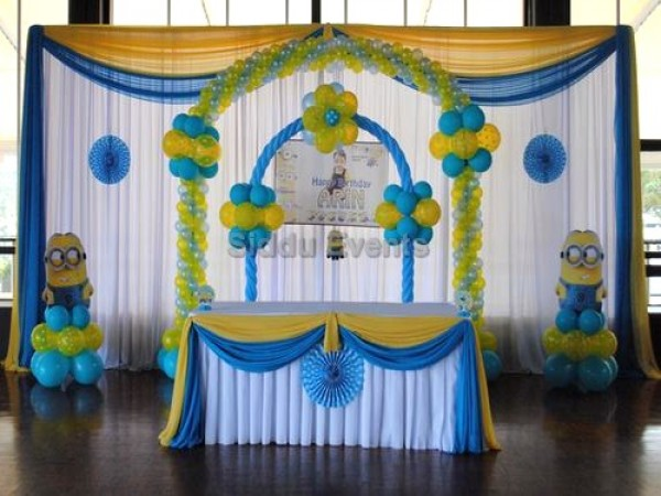 Simple Minion Theme Decoration With Baloon Arch