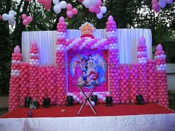 Unique Balloon Castle Decoration