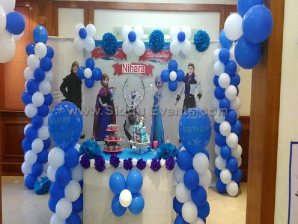 Basic Frozen Theme And Balloon Decoration