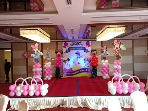 Minnie Mouse Theme With Balloon Modelling Decoration
