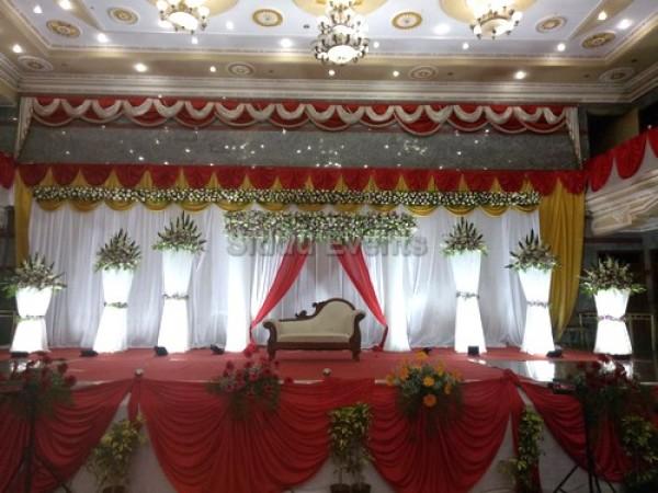 White Backdrop Wedding Decoration